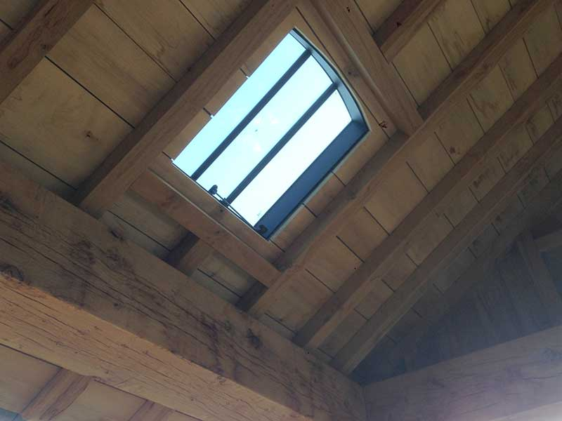 eiken dak met ijzer dakraam - retro - authentiek - oud- monumentaal