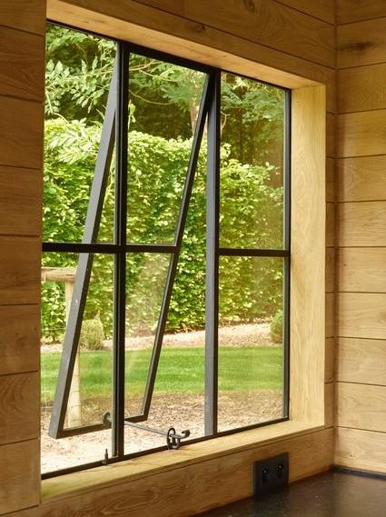 6 vlakken - verticale en horizontale verdeling - middelste deel kan open gezet worden.
